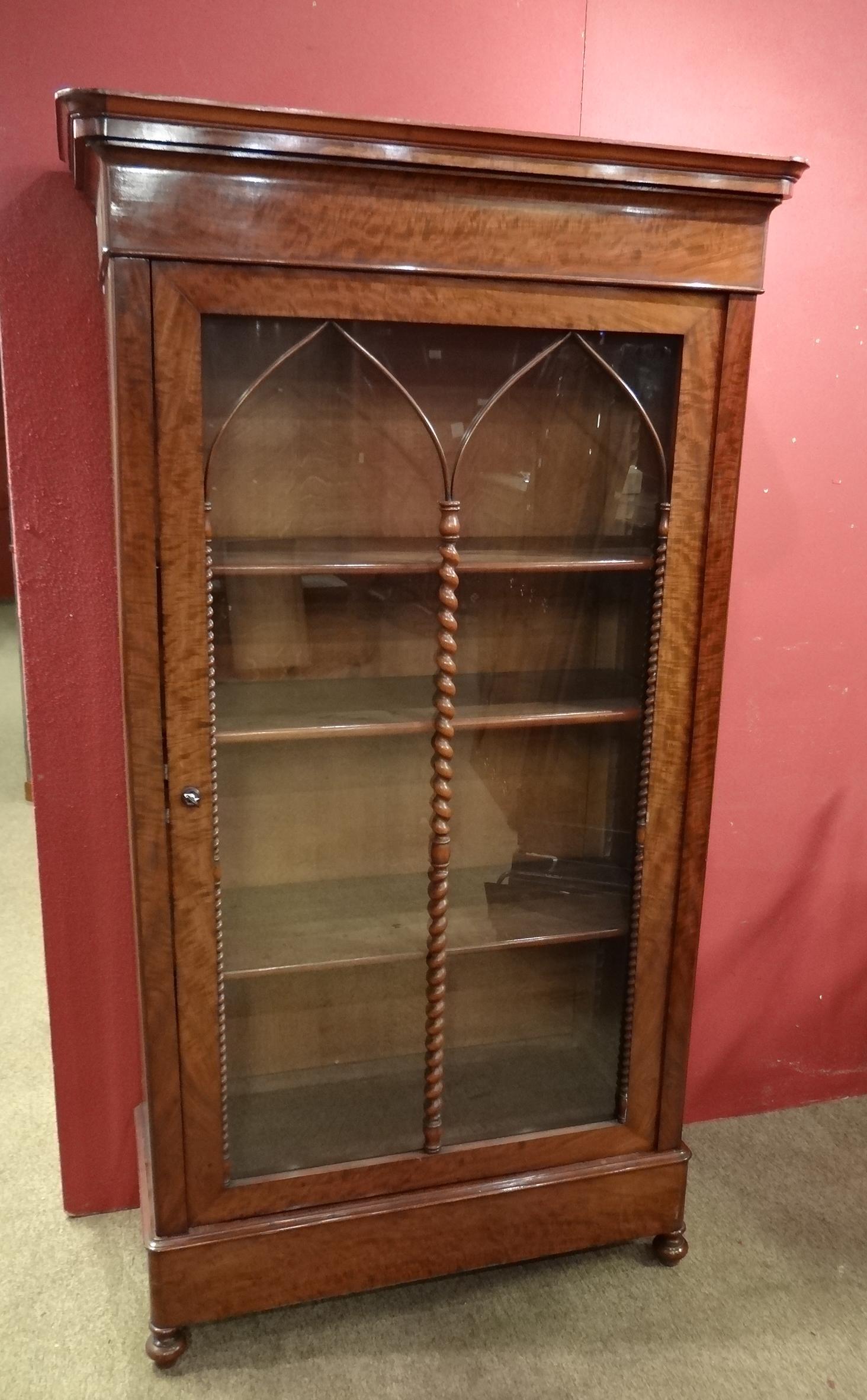 Meuble biblioth que vitr e charles x en ronce d 39 acajou Meuble bibliotheque vitree