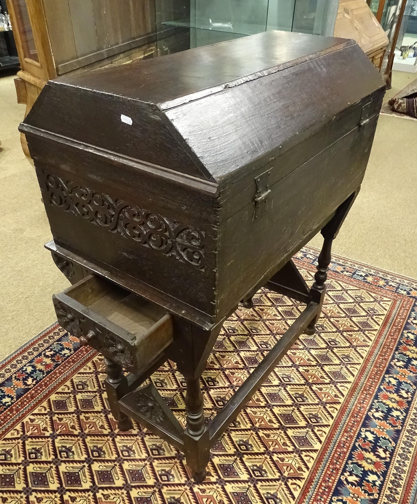 meuble coffre anglais de marin en chene teint 1611 17es. Black Bedroom Furniture Sets. Home Design Ideas