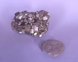 Collection : Pyrite et galet avec fragments de pyrite